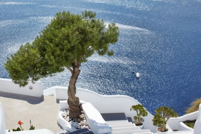 Katikies-Hotels-in-Oia-10-800x533