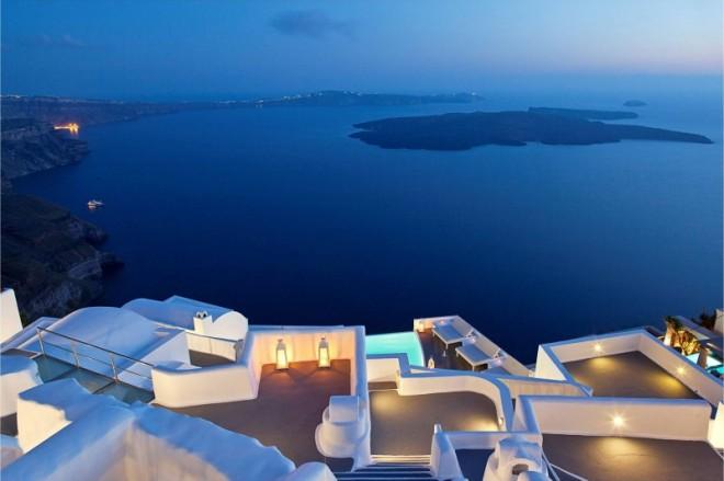Katikies-Hotels-in-Oia-41-800x533