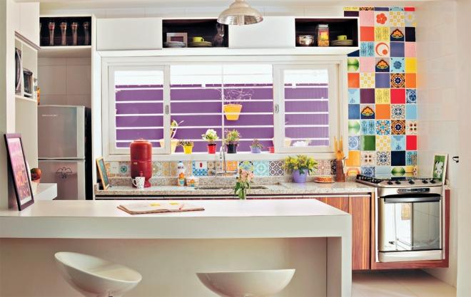 színes brazil lakás konyha