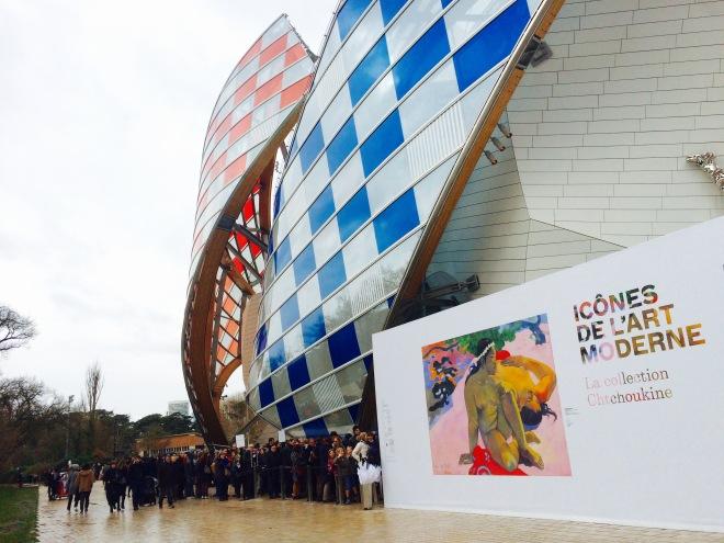 Louis Vuitton Foundation Párizs szögletes aranyhal 14