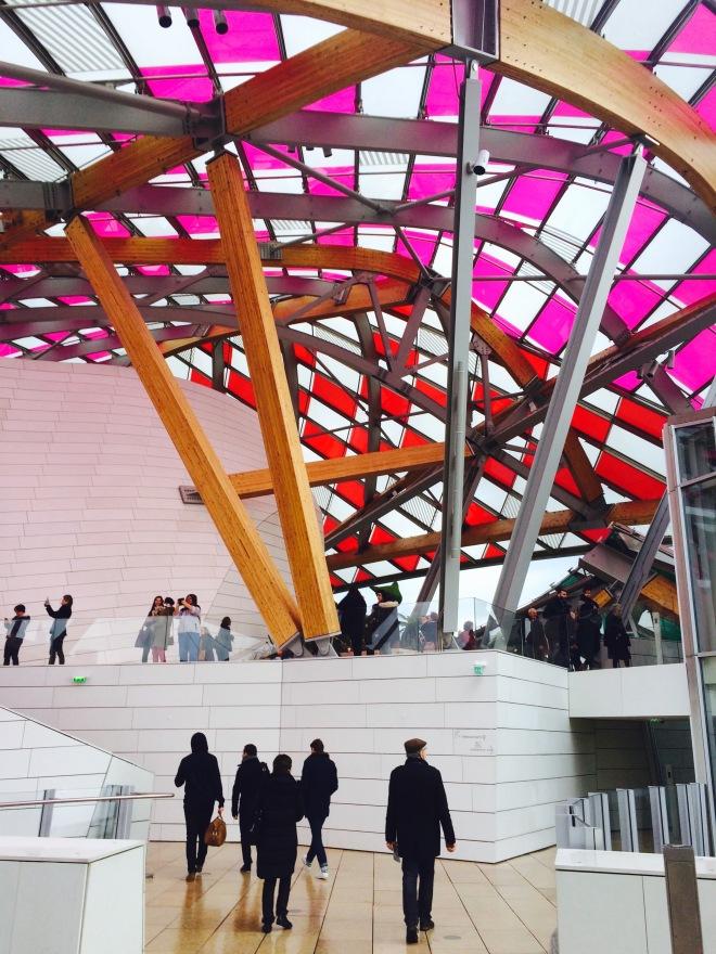 Louis Vuitton Foundation Párizs szögletes aranyhal 16