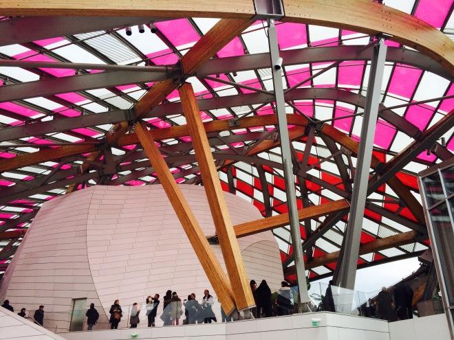 Louis Vuitton Foundation Párizs szögletes aranyhal 17