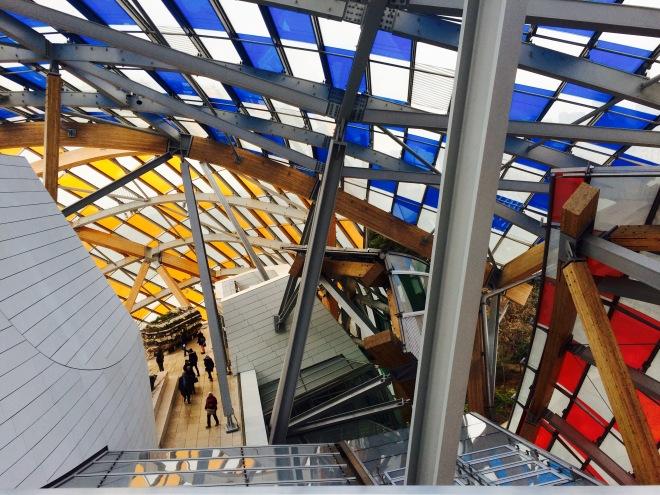 Louis Vuitton Foundation Párizs szögletes aranyhal 18