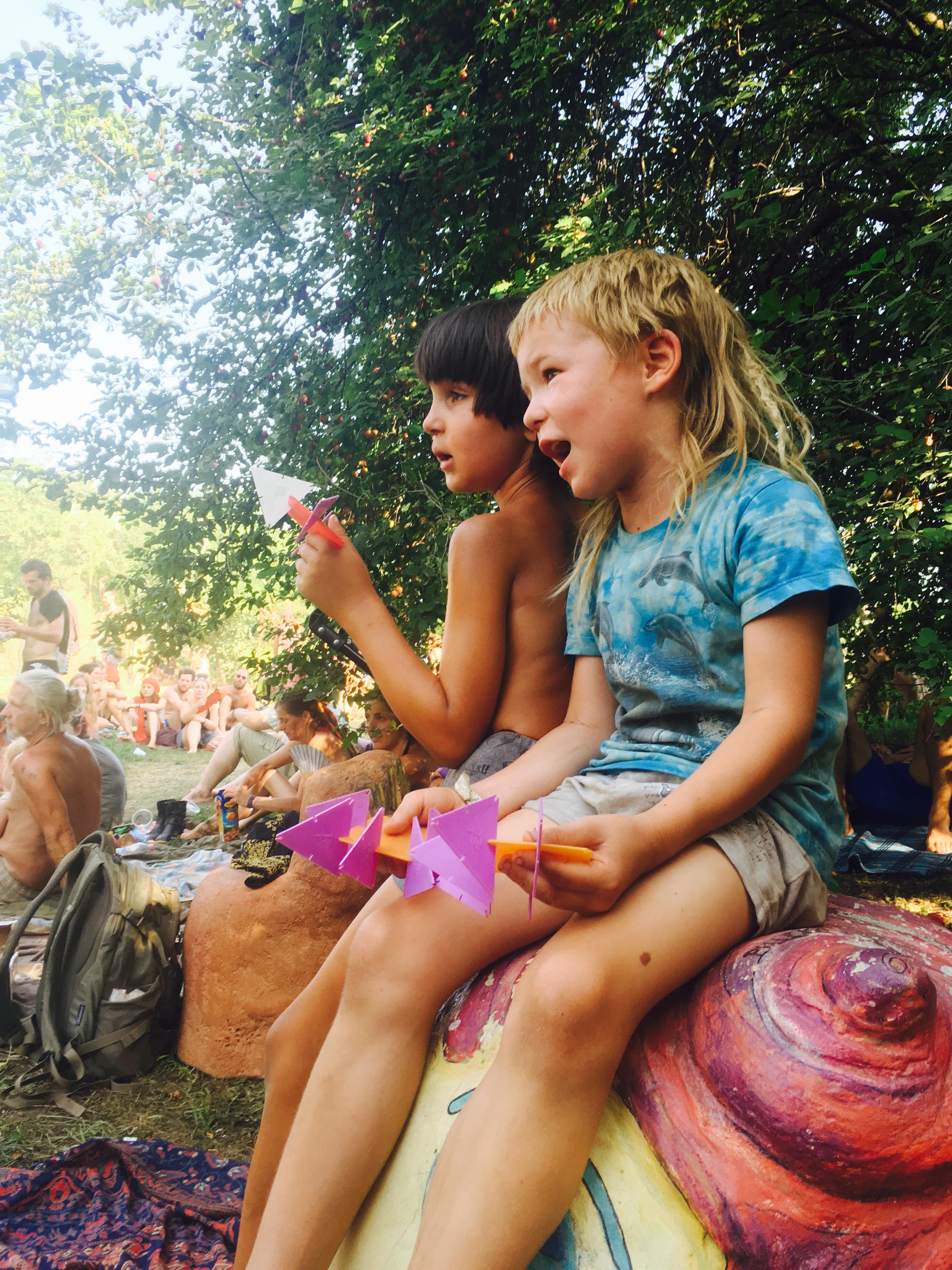 Ozora gyerekekkel 13 szögletes aranyhal