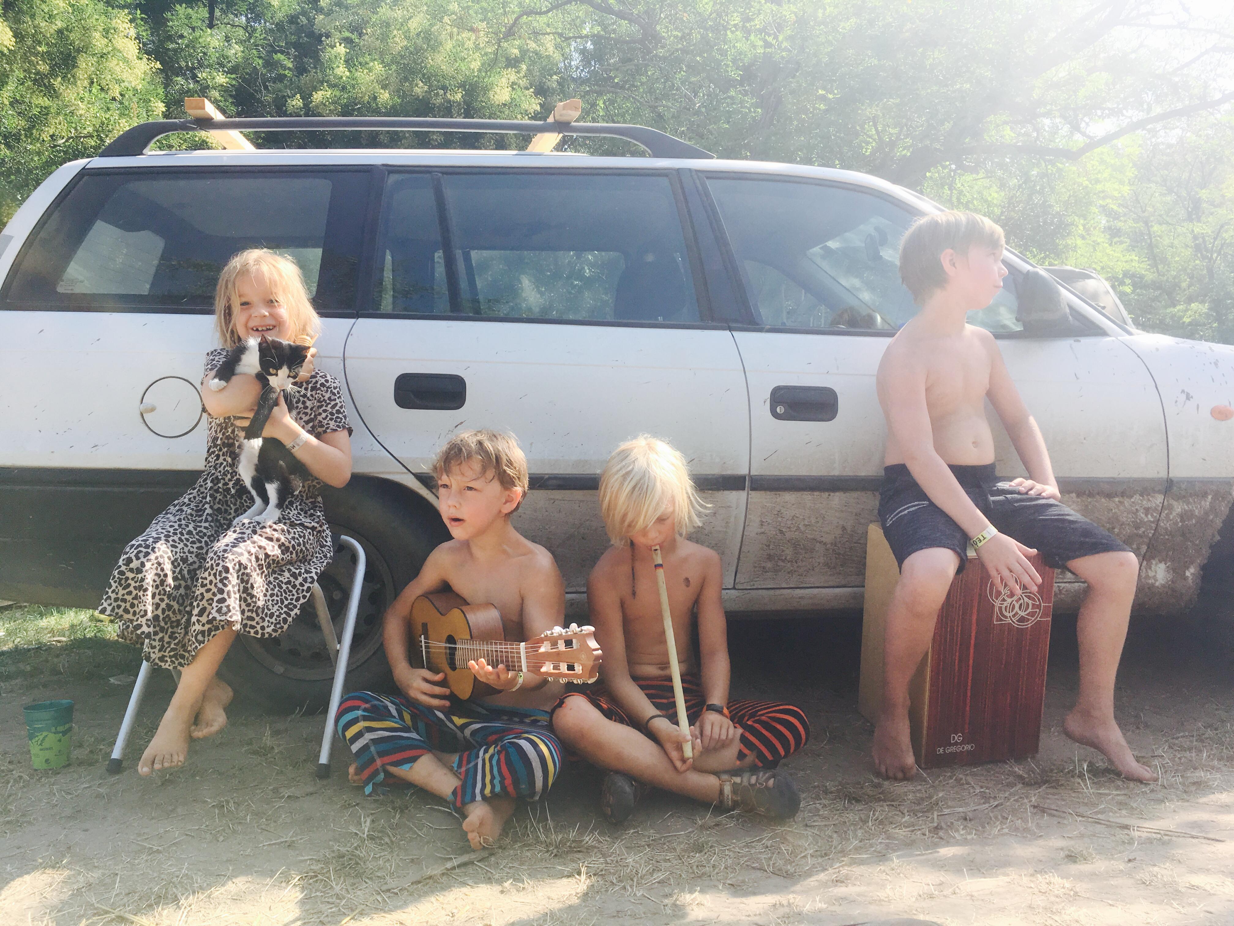 Ozora gyerekekkel 4 szögletes aranyhal